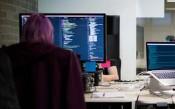 Phân phối phần mềm doanh nghiệp có thể học được gì từ một người phụ nữ, Hackathon và ML